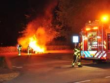 Brand verwoest auto op parkeerplaats in Waalwijk