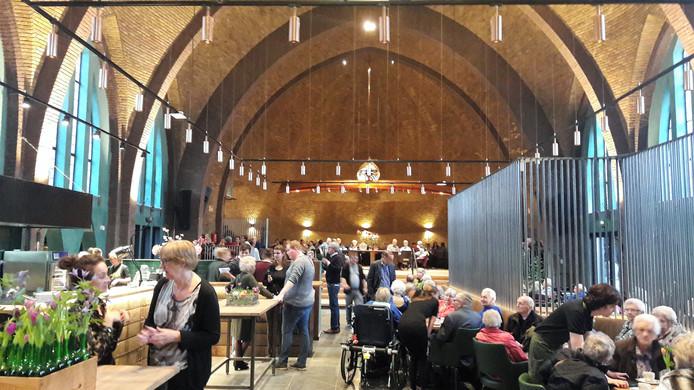 Gezellige drukte vrijdag tijdens de openingsochtend in de verbouwde kapel op Park Vossenberg.