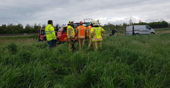 De brandweer van Veurne en De Panne kwamen ter plaatse en probeerden urenlang en tevergeefs de papazwaan te redden.