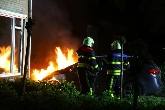 De voorkant van de auto brandde uit.