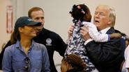 Trump steekt slachtoffers hart onder riem in zwaar getroffen Houston