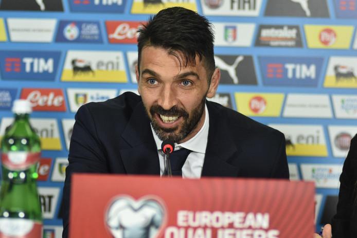 Buffon tijdens de persconferentie voor de WK-kwalificatiewedstrijd tegen Albanië.