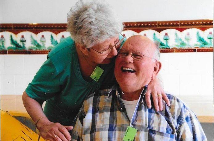 Toon en Lies Coopmans, hier op een foto uit 2018, zijn vandaag een halve eeuw getrouwd.