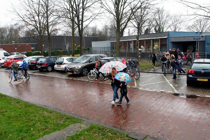 De voormalige basisschool Het Kompas aan de Van Genkstraat in Etten-Leur.