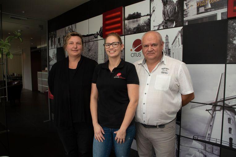 Zaakvoerders Christa en Alex samen met Vicky Caus die er al tien jaar werkt.