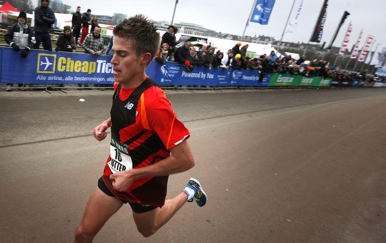 Michel Butter tijdens de City Pier City loop in 2013. Butter kwam als eerste Nederlander over de finish op het Malieveld. Beeld anp