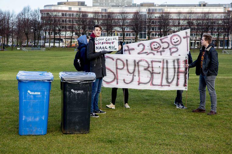 Jongeren bereiden zich op het Malieveld in Den Haag voor op de klimaatdemonstratie, 7 februari 2019. Beeld ANP