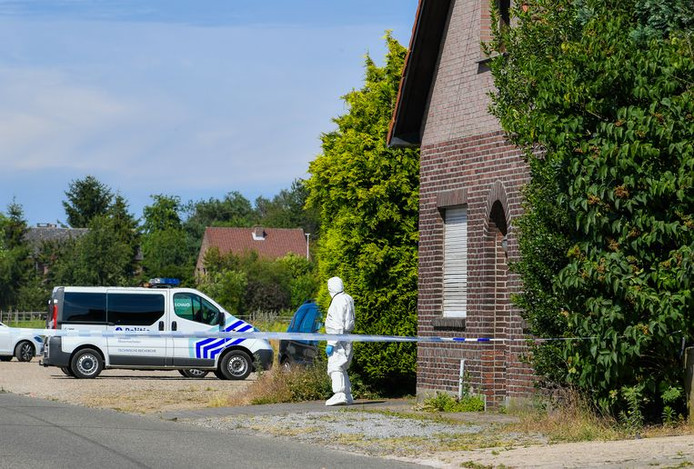 Les enquêteurs sur les lieux du meurtre