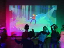 Basisschoolleerlingen uit Twello hebben primeur met mobiele gymzaal van de toekomst
