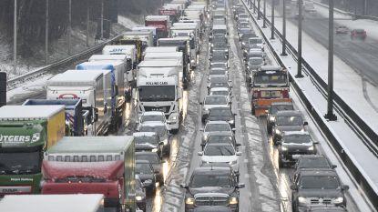 LIVE: Ook avondspits dreigt in de soep te draaien: 500 km file, nog sneeuw op komst en tot 18 uur geen landingen meer op Zaventem