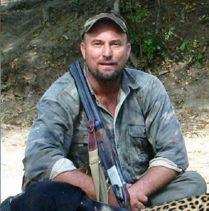 De Zuid-Afrikaanse Theunis Botha werd geplet door een olifant tijdens een jachtpartij in Zimbabwe.