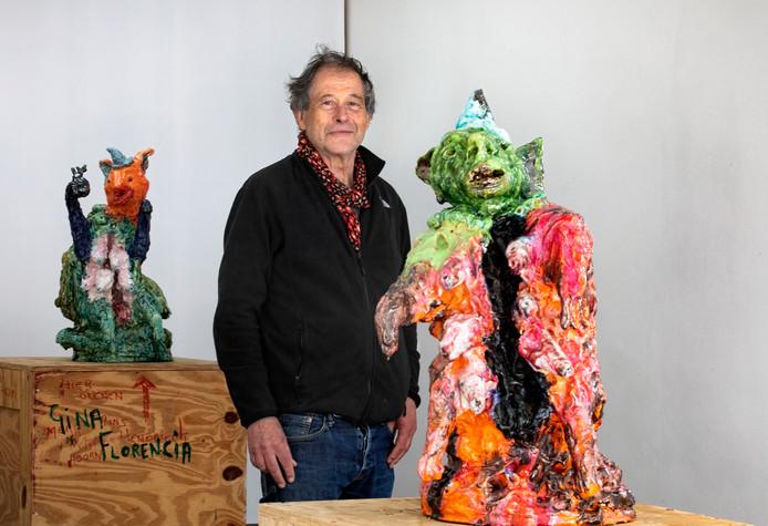 Han van Wetering bij zijn werk in de Eindhovense galerie Nasty Alice