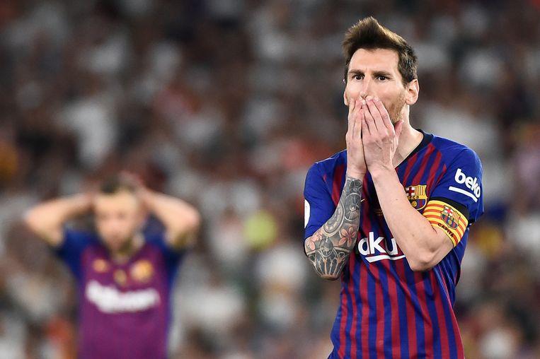Leo Messi de wanhoop en het ongeloof nabij: FC Barcelona blijft alleen achter met de landstitel.