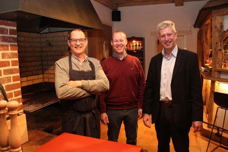 Bernard, Pieter en Geert bij de grill in de Grillhoeve.