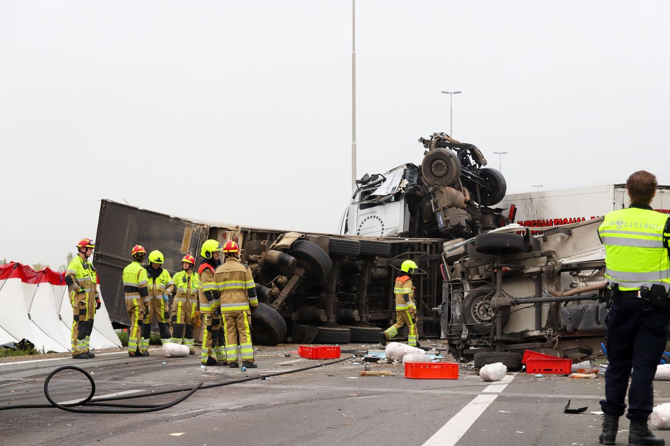 De ravage op de A73 is enorm.