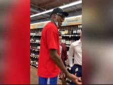 Le sulfureux Dennis Rodman fait sensation dans un supermarché