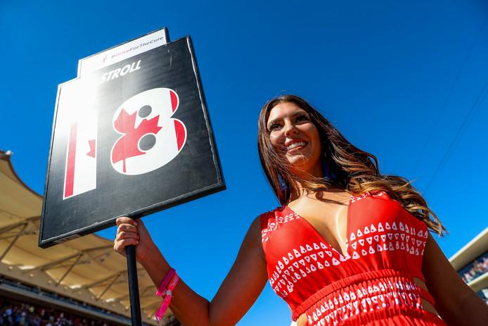 Een gridgirl bij aanvang van de Formule 1 in de Verenigde Staten.
