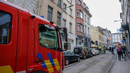 Vijf personen uit brandende woning gered