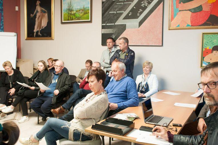 Meer mensen dan gewoonlijk kwamen de gemeenteraad bijwonen.
