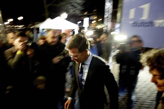 Mark Rutte arriveert in de Rode Hoed.