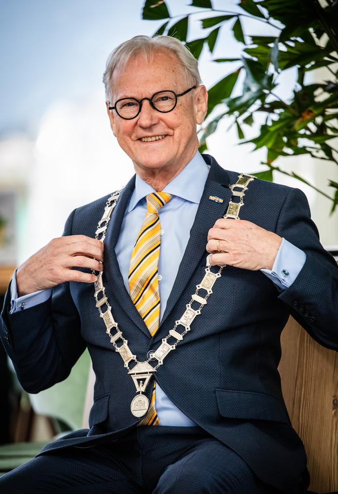 Burgemeester Jan Pieter Lokker van de Hoeksche Waard.