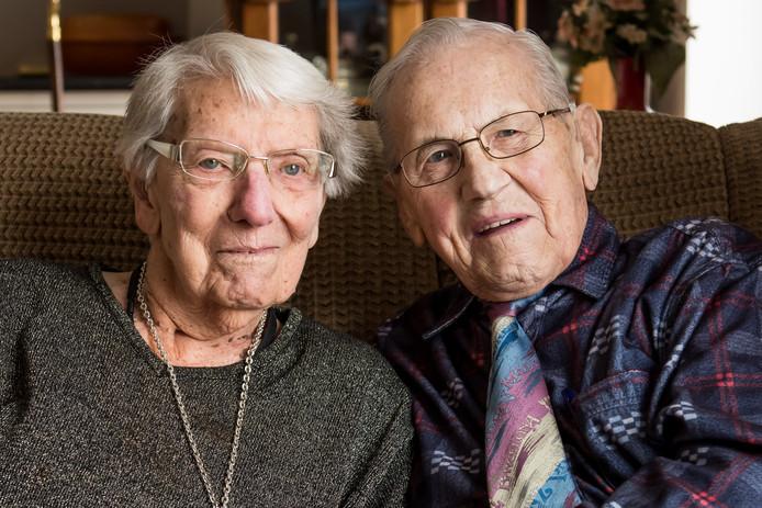 75 jaar getrouwd platina 75 jaar getrouwd: Jan en Diny uit Glanerbrug geven relatietips  75 jaar getrouwd platina