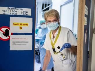 """Verpleegkundige Jacky (63) ging met pensioen, maar keerde terug voor tweede coronagolf: """"Mijn schuldgevoel was té groot"""""""