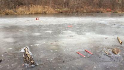 11-jarige jongen sterft nadat hij vriendje uit bevroren vijver redt, maar dan zelf komt vast te zitten