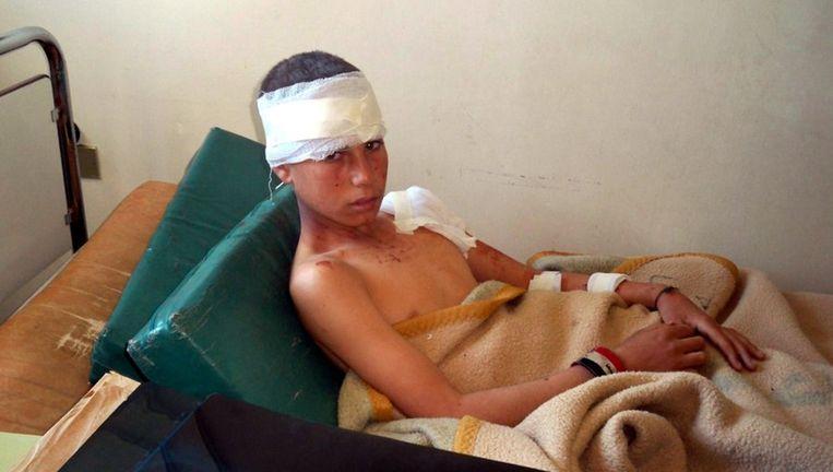 Een kind overleefde de aanslagen en herstelt in een ziekenhuis in Hama.