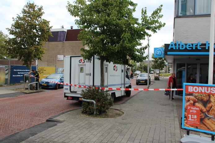 De daders zouden een waardetransport voor de Albert Heijn in Honselersdijk hebben overvallen.