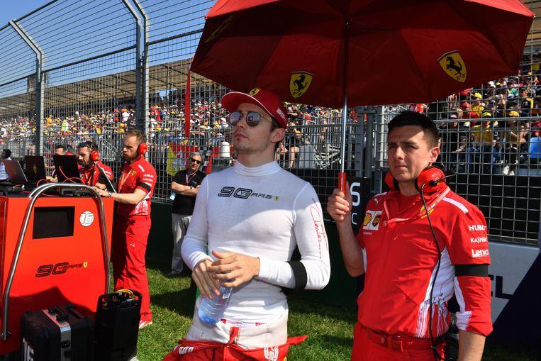 Charles Leclerc van Ferrari op de grid voor de start van de F1-opener in Melbourne.