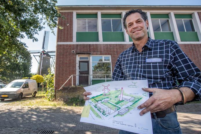 Bouwondernemer Serge Meeusen wil de vervallen melkfabriek in Huijbergen slopen en bij molen Johanna acht woningen en wat recreatiemogelijkheden realiseren.