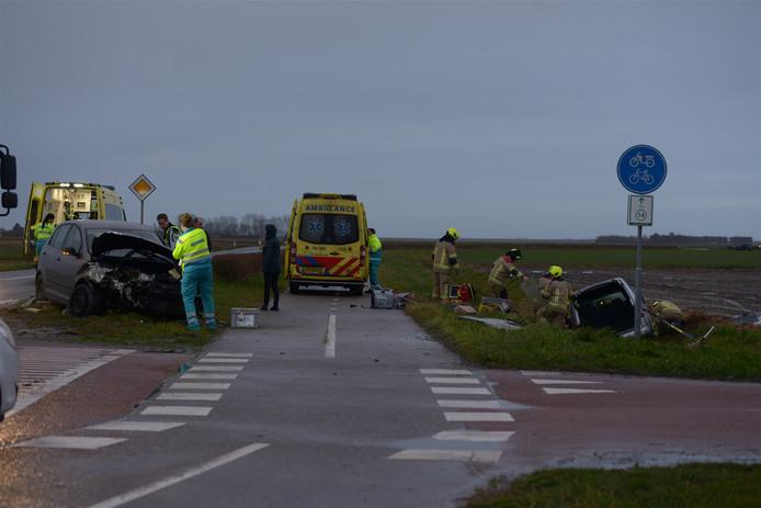 Hulpdiensten kwamen massaal af op het ongeluk. Meerdere ambulances, de traumahelikopter en de brandweer van Stavenisse en Sint-Maartensdijk werden opgeroepen.