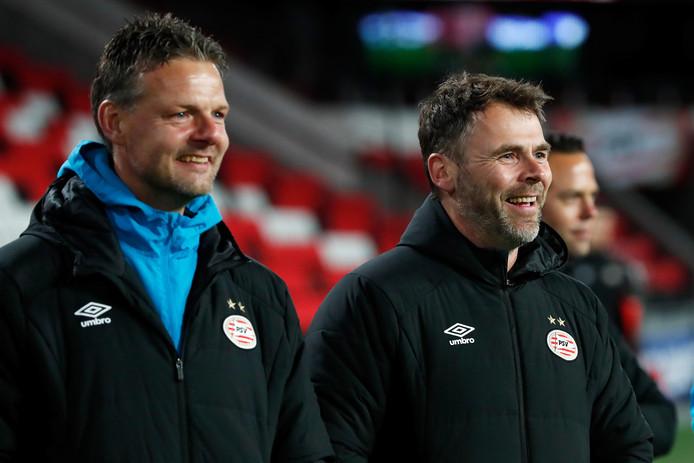 Peter Uneken (links) volgde afgelopen zomer Dennis Haar op als trainer van Jong PSV.
