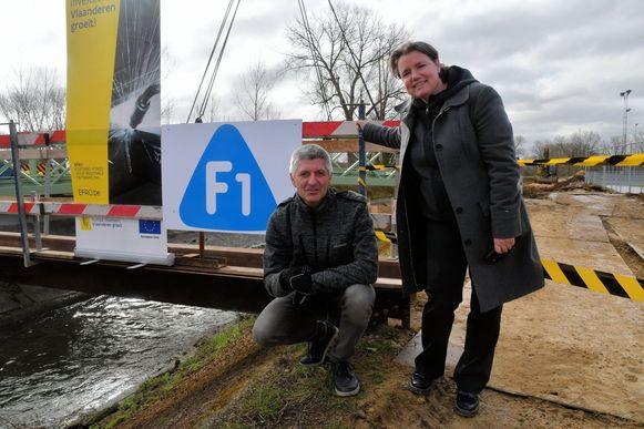 Toekomstig burgemeester Veerle Geerinckx en toekomstig mobiliteitsschepen Dirk Van Roey zijn tevreden dat er fietsvriendelijke maatregelen genomen worden.