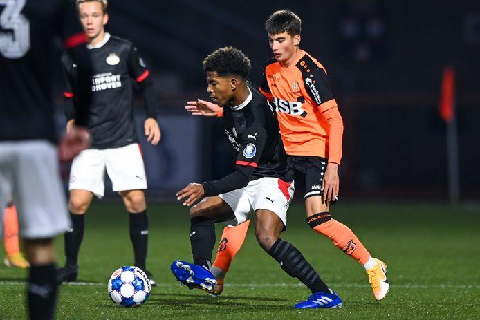 Rechtsback Shurandy Sambo kon vrijdag het verschil niet maken. Net als zijn teamgenoten bij Jong PSV.