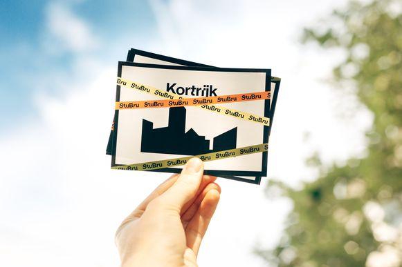 Alle Kortrijkzanen krijgen vandaag een kaartje in de bus.