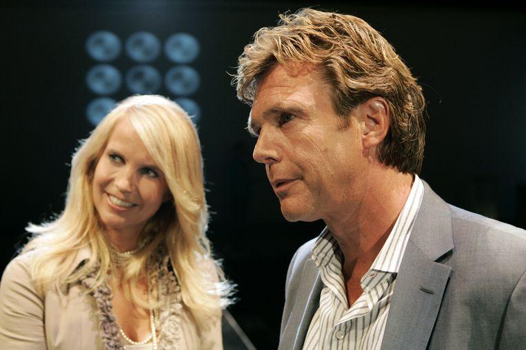 John en Linda de Mol in 2005. Beeld anp