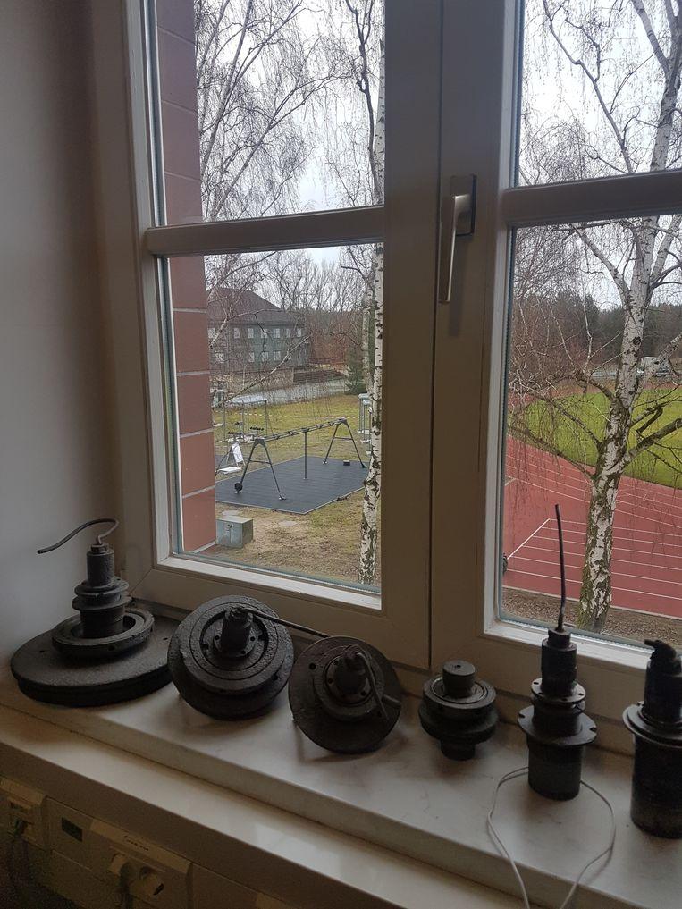 Uitzicht op sintelbaan en voormalig concentratiekamp. Beeld Sterre Lindhout