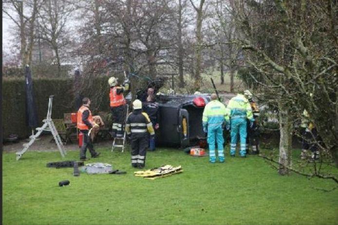 Februari 2011: een auto komt terecht in de tuin van Ad Bastiaansen van platform Lange Bunder-Gilzeweg in Bavel. Een echtpaar uit Bavel raakte lichtgewond. De auto moest uitwijken voor een andere wagen die geen voorrang gaf.