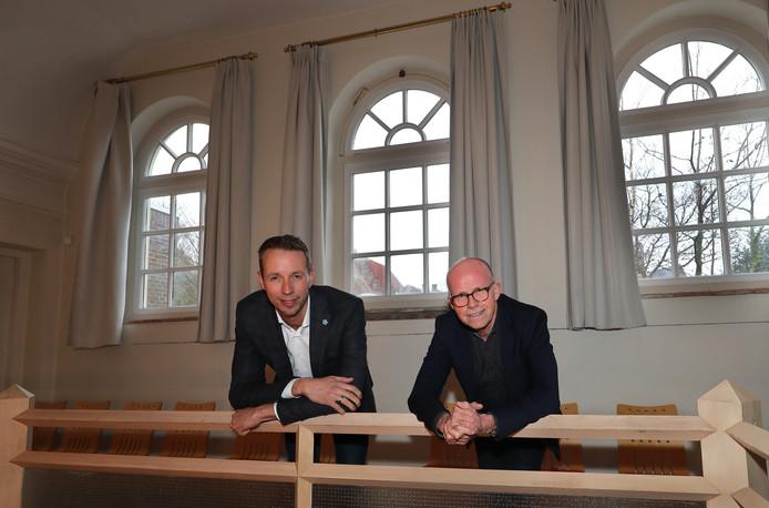 Jan Wolters en Ronald van de Vliet in De Sjoel, de voormalige synagoge in Brielle.