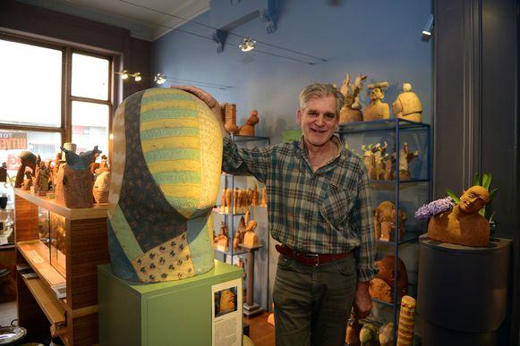 Pottenbakker Luk Versluys stopt na 40 jaar met zijn winkel.