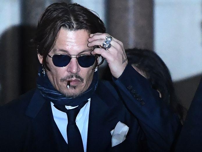 Johnny Depp sortant d'un tribunal à Londres, le 26 février 2020. Il poursuit le tabloïd britannique The Sun pour un article de 2018 alléguant qu'il avait été violent envers son ex-femme Amber Heard.