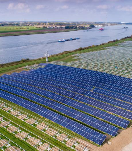 Dordts zonnepark met 22.000 panelen krijgt razendsnel vorm
