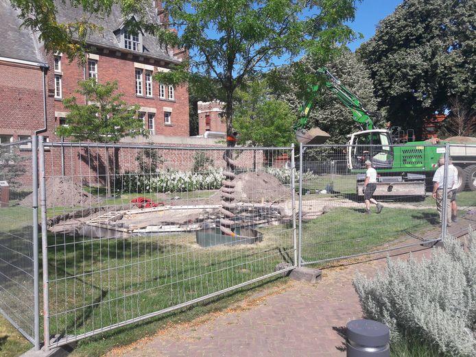 In het centrum van Waalwijk zijn al de voorbereidende werkzaamheden getroffen voor de plaatsing van de oude kiosk, die in september terugkeert.