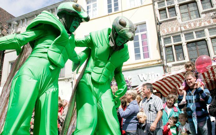 Tijdens de Gentse Feesten maken straatartiesten en muzikanten uit heel Europa de dienst uit.