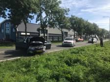 Drie auto's botsen op elkaar op N207 bij Bergambacht