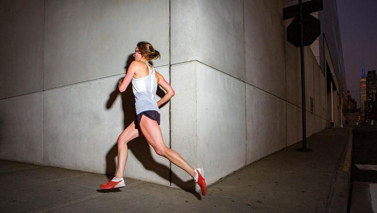 Een vrouw rent door de stad dit uitgangspunt dient als opstapje voor een ambitieus hoger plan. Beeld Getty Images