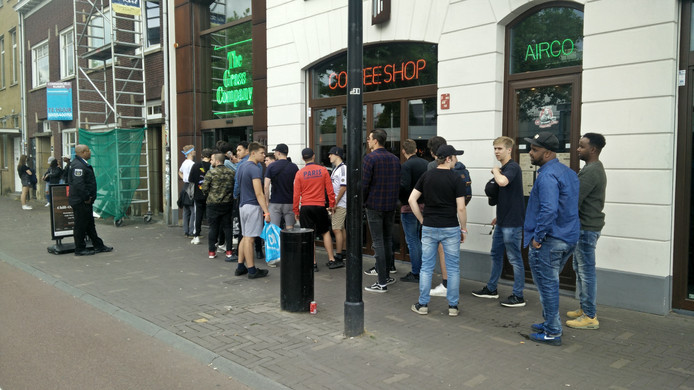 Dat ook buitenlanders tijdens Woo Hah toegang hadden tot de Tilburgse coffeeshops, zorgde voor extra drukte bij onder meer The Grass Company.