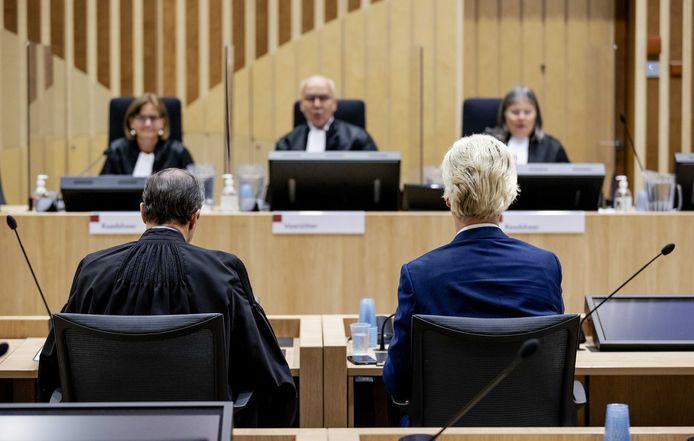 Geert Wilders nam zijn rechters geregeld de maat via Twitter. Ook deed hij twee wrakingsverzoeken, waarvan er eentje slaagde.